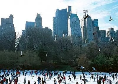 Pattinare a New York durante le feste di Natale