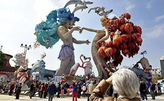 Las Fallas a Valencia, a marzo vola in Spagna