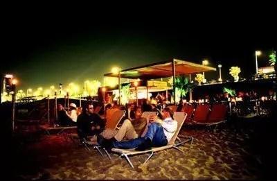 Barcellona, musica sulla spiaggia o Razzmatazz?