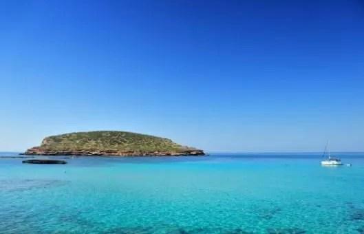Una vacanza a Ibiza, inizia a scaldarti per l'estate