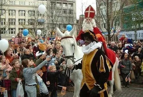 Sinterklaas ad Amsterdam, Babbo Natale e San Nicola