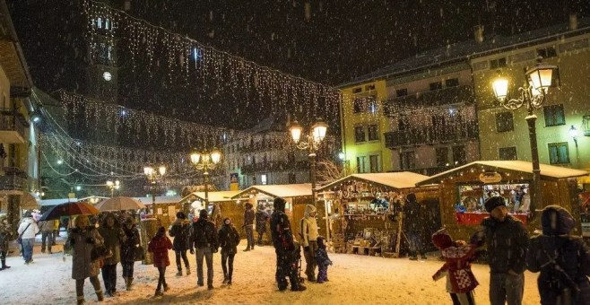 I Giardini di Natale di Asiago, i Mercatini di Natale in Piazza Carli