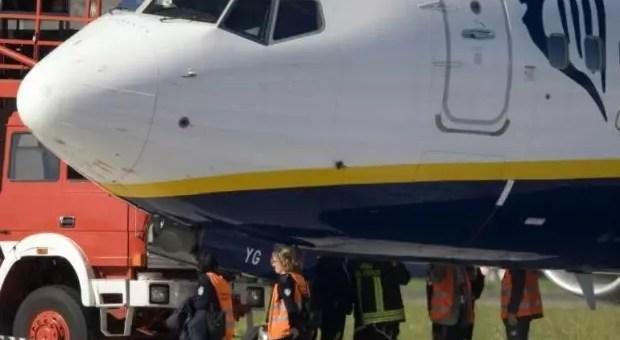 Volo Ryanair atterra d'emergenza a Genova, ed è panico