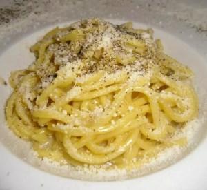 Mangiare la cacio e pepe a La piazzetta de Roma