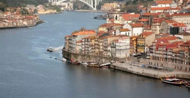 Oporto tra cultura e vino: le sponde del fiume Douro