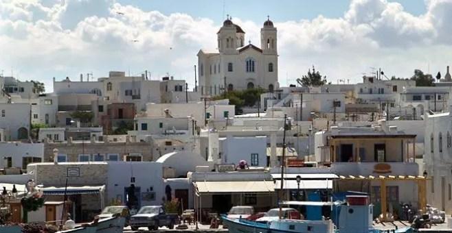 Paros in Grecia, l'isola dei fiori nelle Isole Cicladi