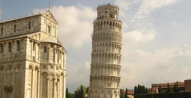 La Torre di Pisa dritta fra due secoli