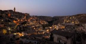 La Befana arriva in mongolfiera a Matera