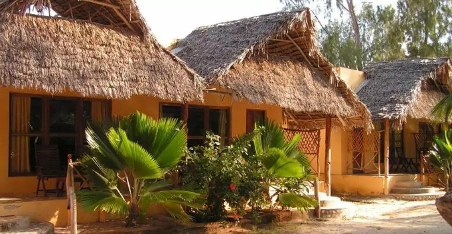 Sunset-Kendwa-bungalow