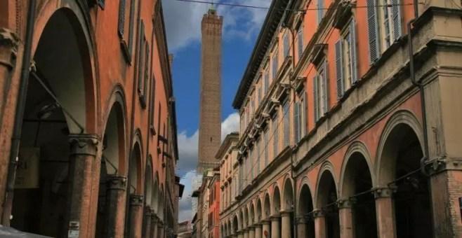 Visitare a Bologna la Torre degli Asinelli