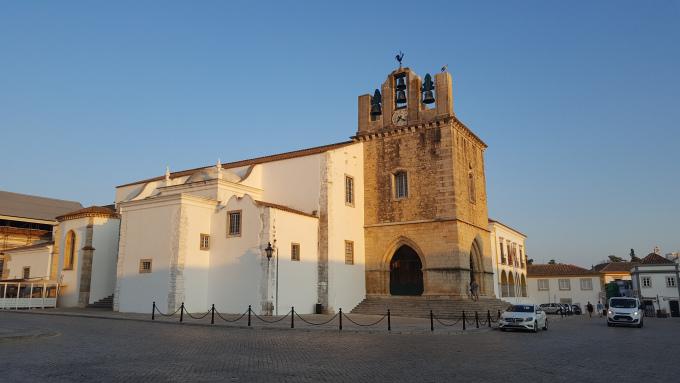 la cattedrale di faro nel cuore del centro storico
