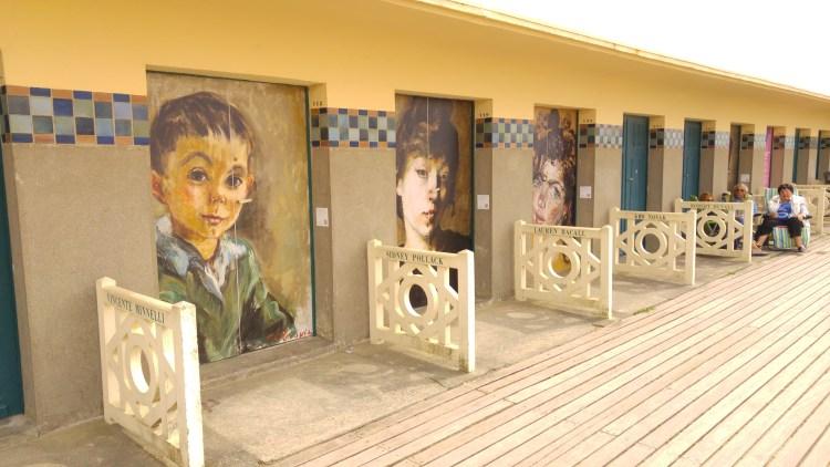 le cabine della spiaggia di Deuville in Normandia dedicate alle star del cinema