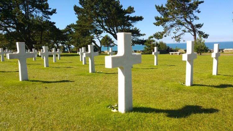 sbarco in normandia lapidi cimitero
