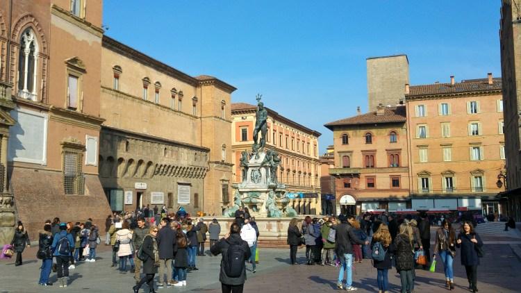 piazza maggiore centro storico di bologna