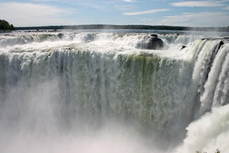 la celebre garganta del diablo, un salto d'acqua più alto delle cataratas del iguazú