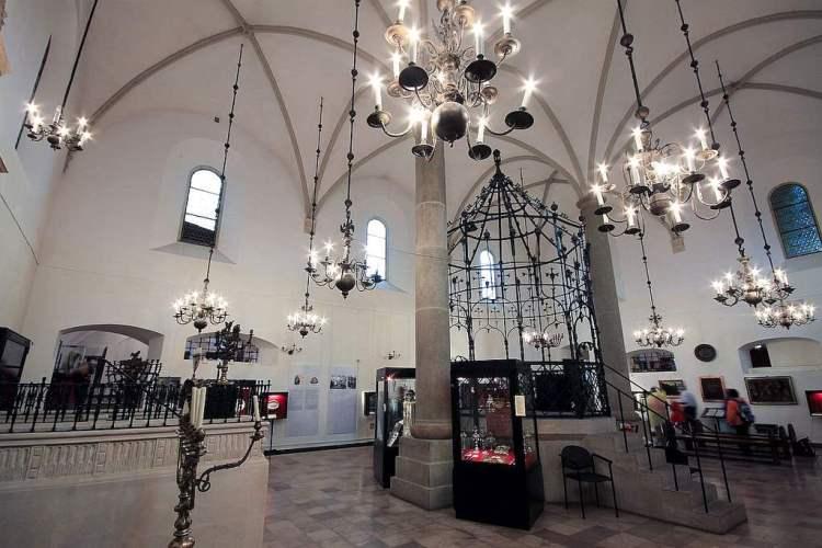 il museo della cultura ebraica nella sinagoga vecchia nel quartiere ebraico di cracovia in polonia