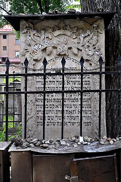 la tomba di remuh moshe isserles nel quartiere ebraico di kazimierz a cracovia in polonia
