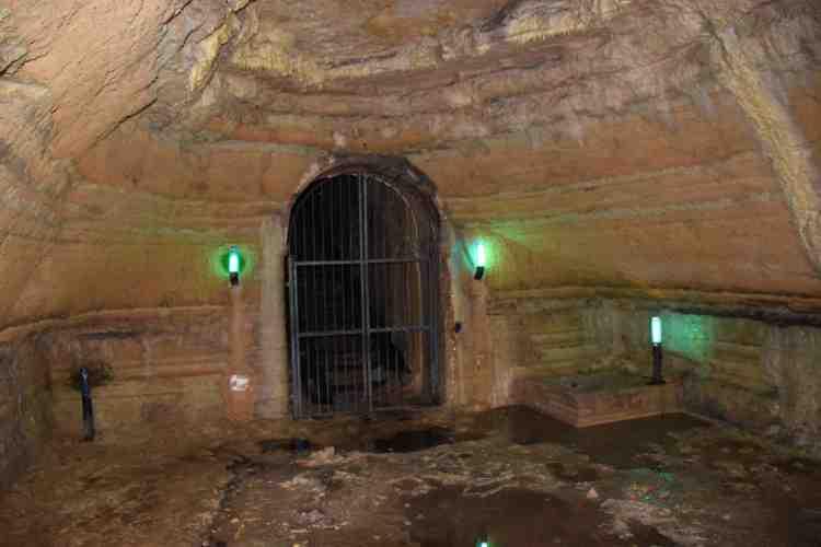 grotta dello stillicidio nelle grotte di camerano
