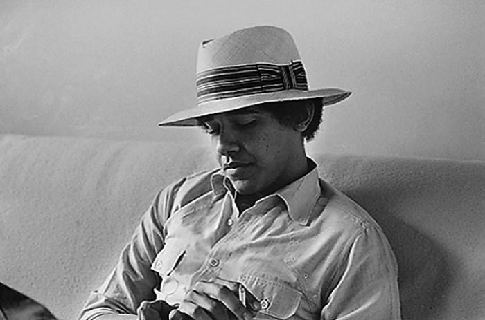 barack obama indossa un cappello panama