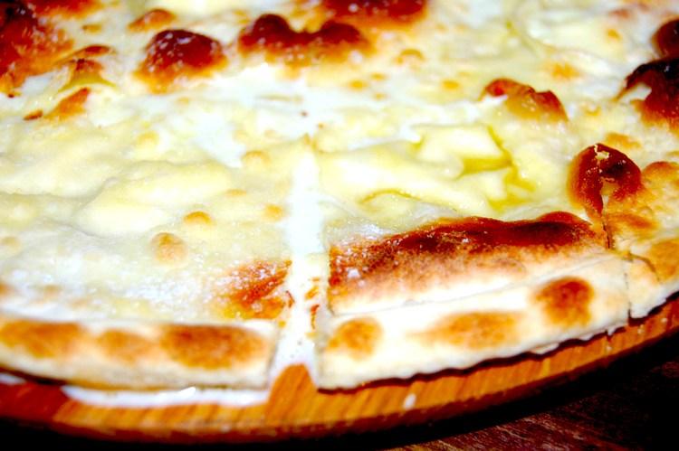 focaccia di recco col formaggio