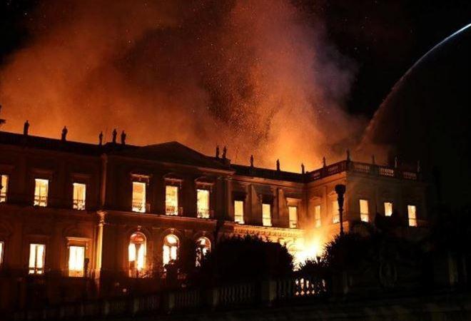 brucia il museo nazionale del brasile