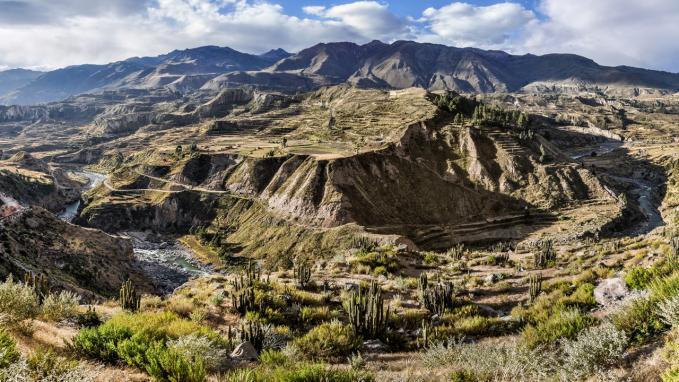 panorama della valle del colca da chivay vicino ad arequipa