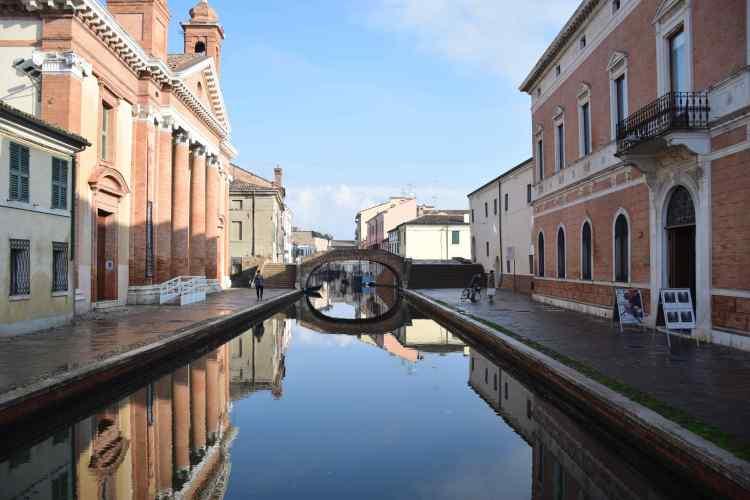 un canale di Comacchio la Piccola Venezia