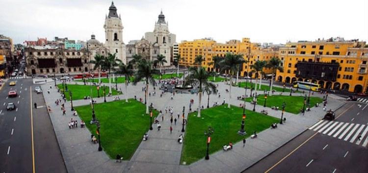 la plaza de armas a lima capitale del perù