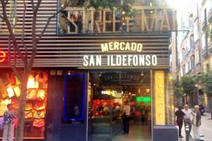 l'entrata dello Street Food Market Mercado de San Ildefonso