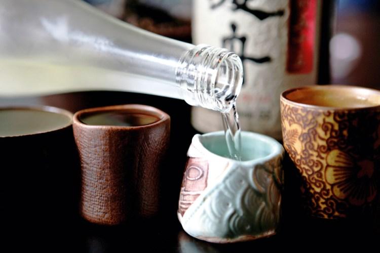 tazzine in terra cotta e in ceramica per bere il sake