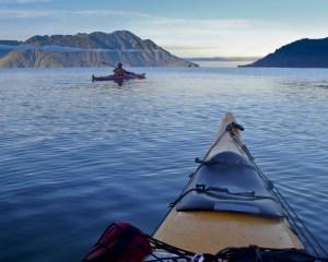 kayak nelle acque del parco nazionale hornopirén