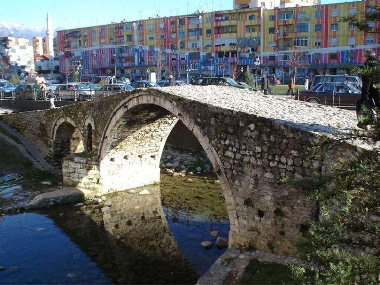il ponte di tanners durante un fine settimana a tirana