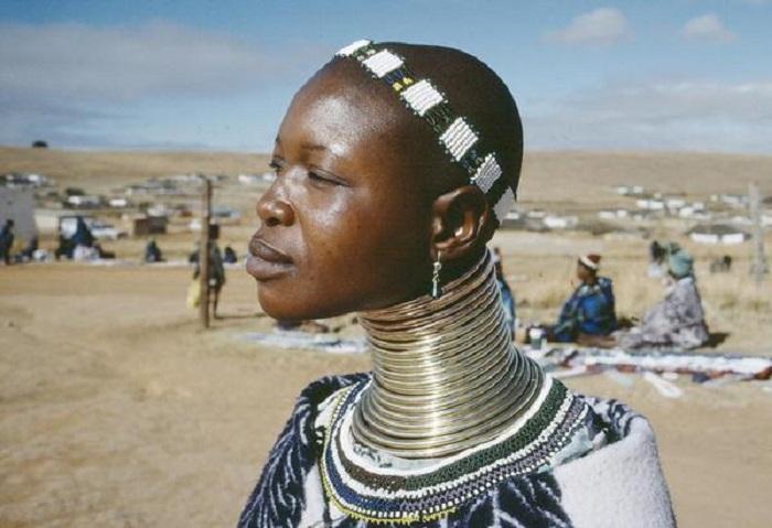 Giornata internazionale popoli indigeni membro della tribù Ndebele