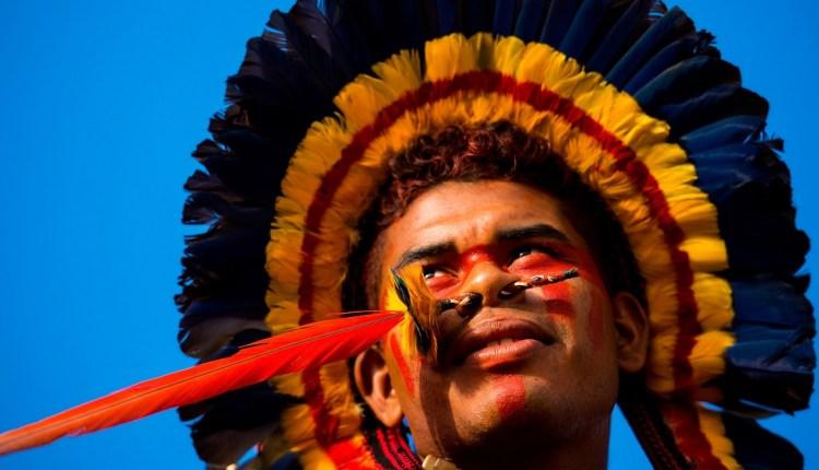 un nativo americano alla giornata internazionale popoli indigeni