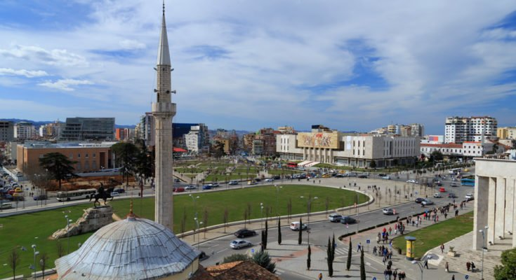piazza scanderbeg fine settimana a tirana