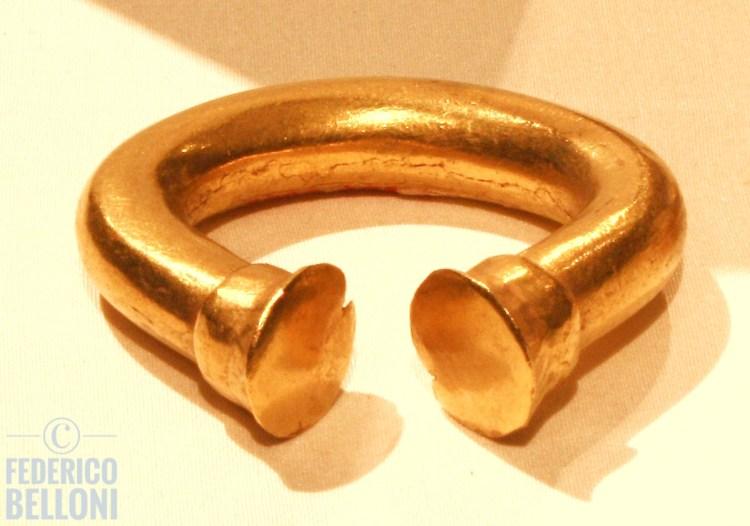 bracciale esposto al museo del oro zenú di cartagena de indias