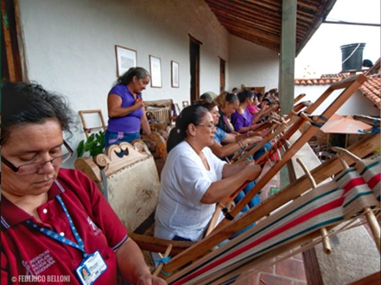 donne che lavorano al taller del día