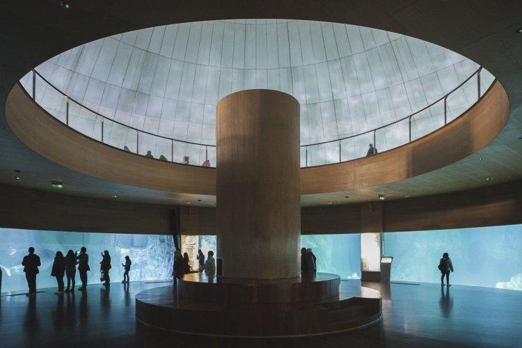 la struttura interna dell' acquario di valencia con le vasche