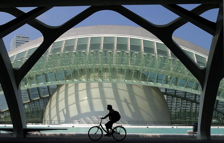 un dettaglio dell'hemisfèric di calatrava nella città delle arti e delle scienze di valencia