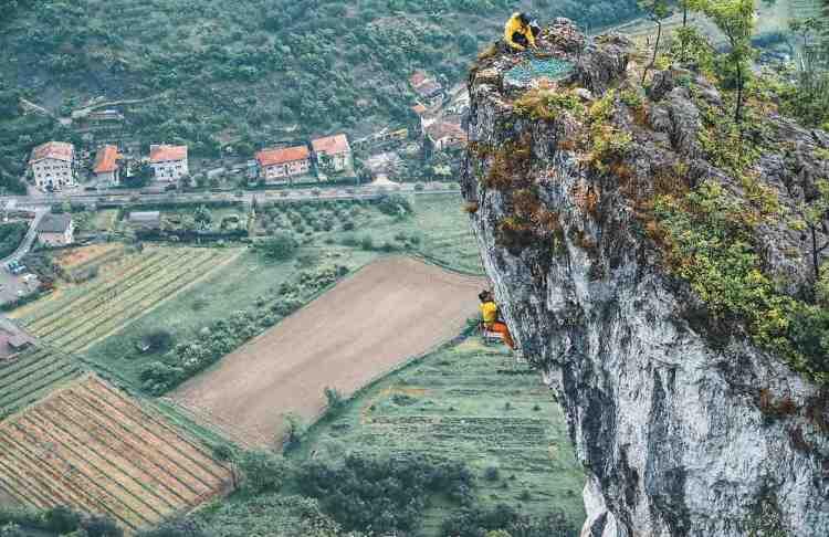una parete per l'arrampicata sportiva nel garda trentino