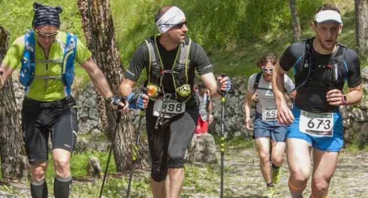atleti impegnati lungo il percorso della garda trentino trail
