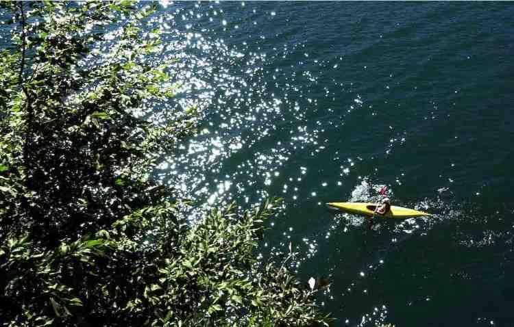 qualche pagaiata in canoa sul lago di garda