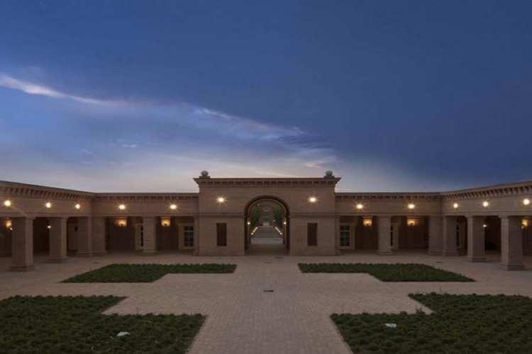 la corte centrale del labirinto della masone di franco maria ricci