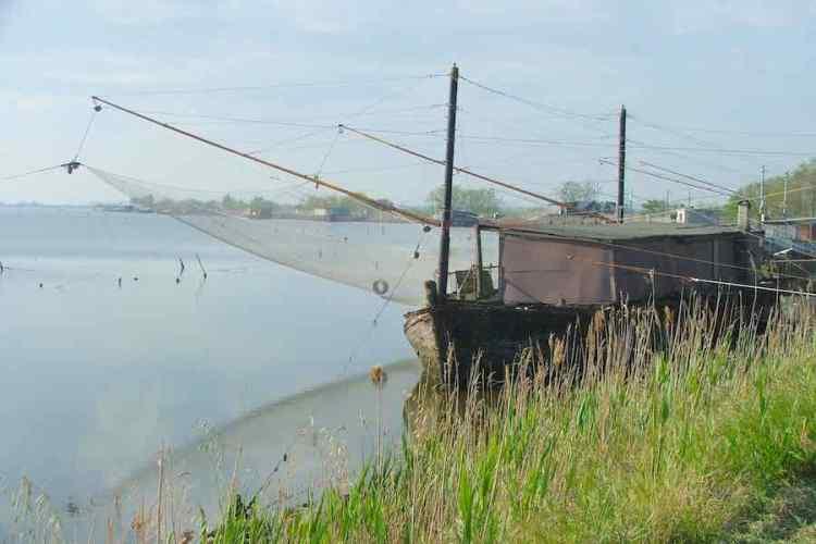 un bilanciere per la pesca dell'anguilla nelle valli di comacchio