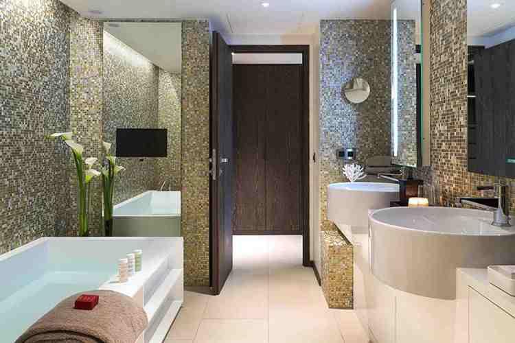 il bagno dell'hotel de paris uno dei migliori hotel a saint tropez