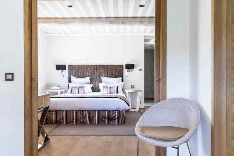 una camera dell'hotel le mouillage uno dei più begli hotel a saint tropez