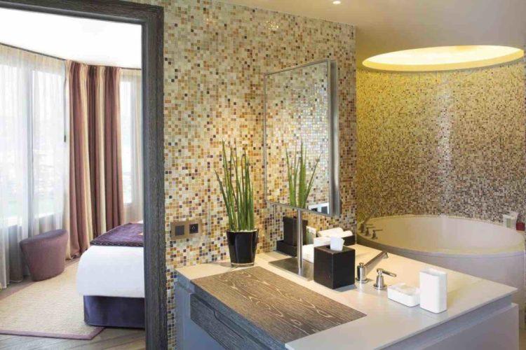 dettaglio del bagno della suite dell'hotel de paris uno dei migliori hotel a saint tropez