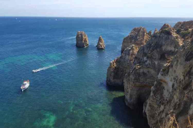 la bellissima costa di lagos un must in un viaggio in portogallo