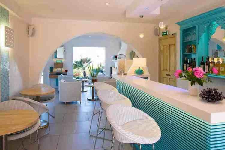 il bar dell'hotel le mouillage uno dei più begli hotel a saint tropez