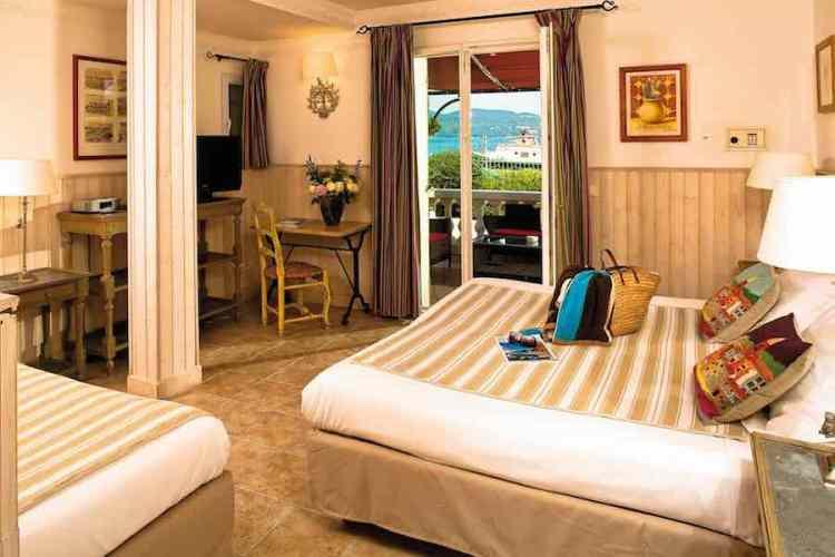 una camera tripla dell'hotel le mouillage uno dei più begli hotel a saint tropez